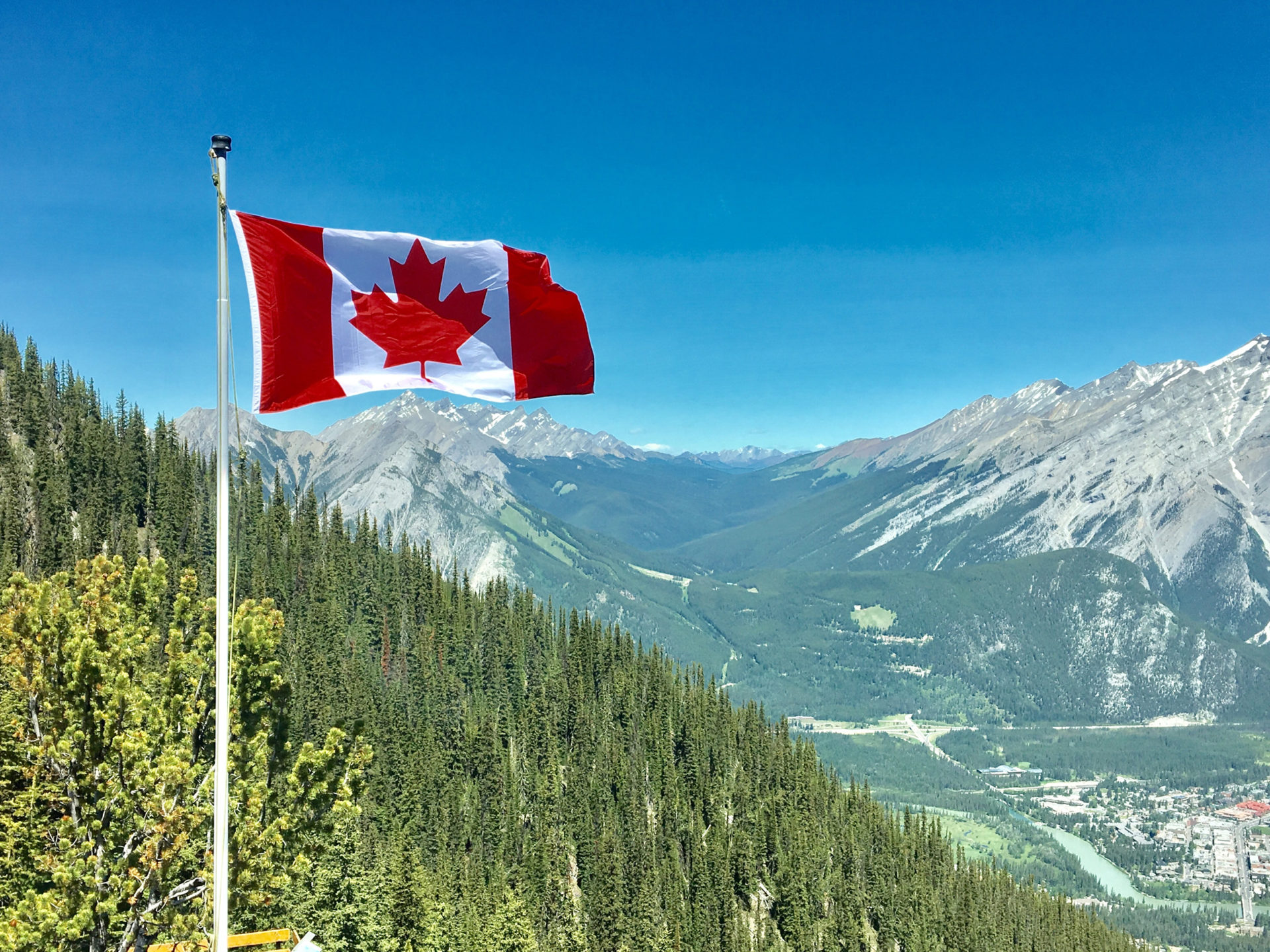 Canada-Flag-at-Greenery-with-Mountain-View
